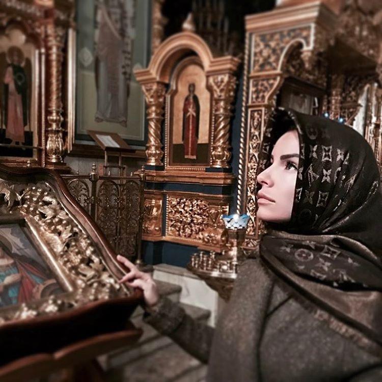 Бывшая солистка хуёвого «Тату» вернулась в православие после ислама