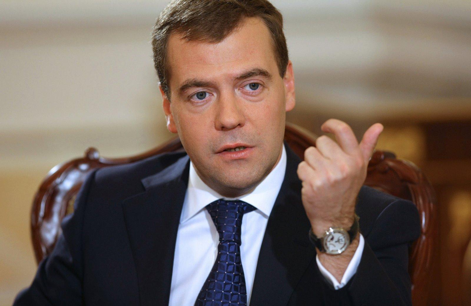 Хуёвый Медведев предупредил о том, что жопа надолго